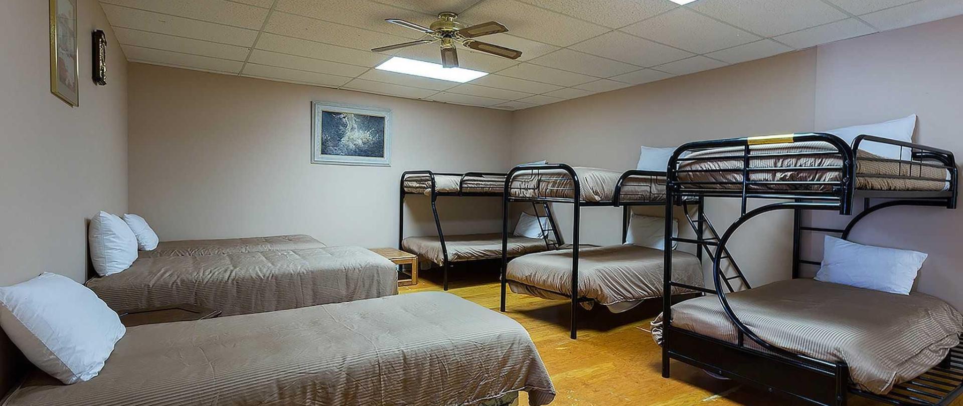 dorm-room_1911.jpg