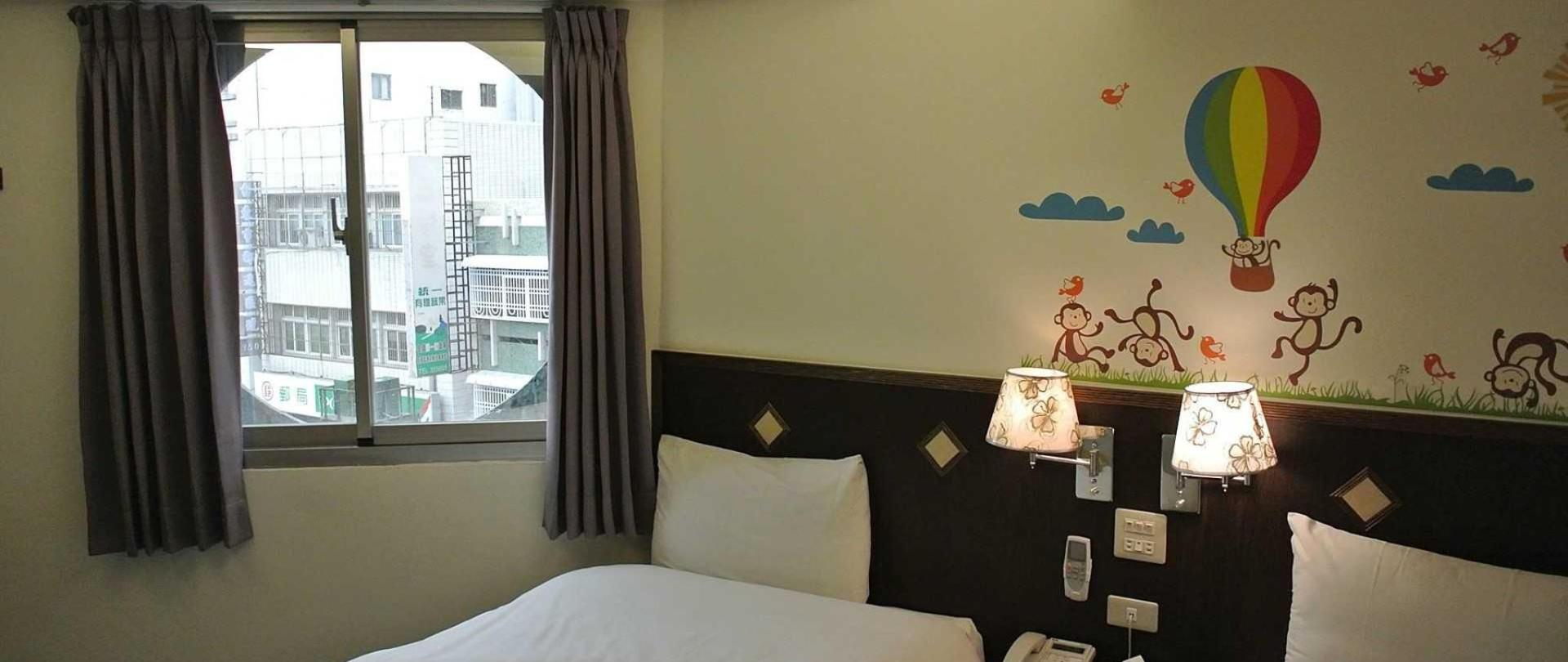 melodyhotel-room.jpg