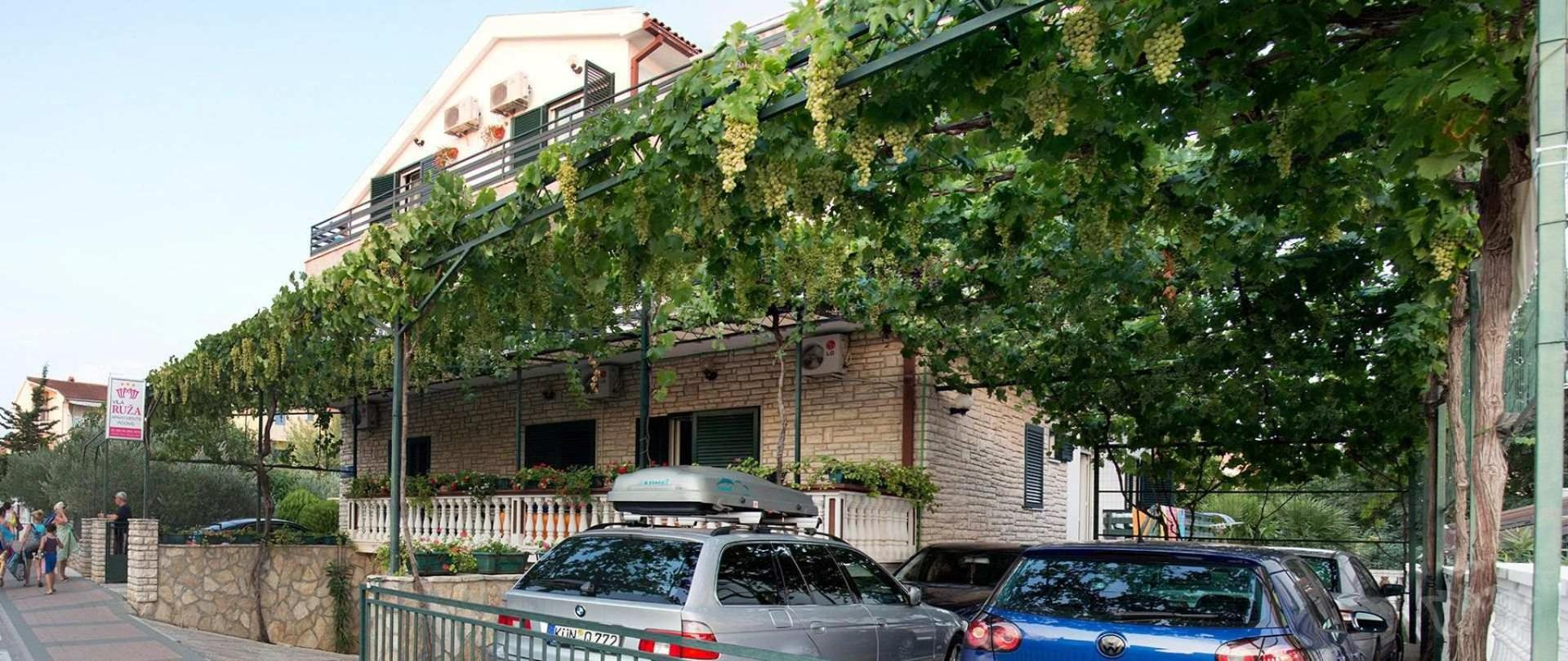 01_vila_ruza_vodice_apartmani_sobe.jpg