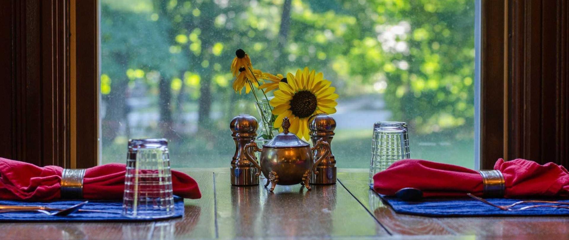 heart-of-the-village-inn-maininn_breakfastrooms6.jpg