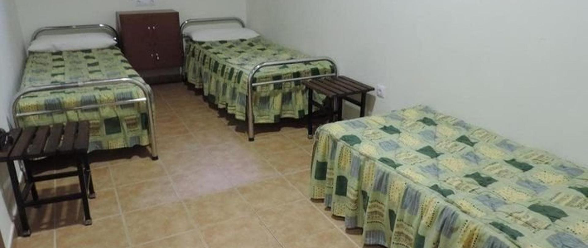 Habitación triple con baño a compartir.jpg
