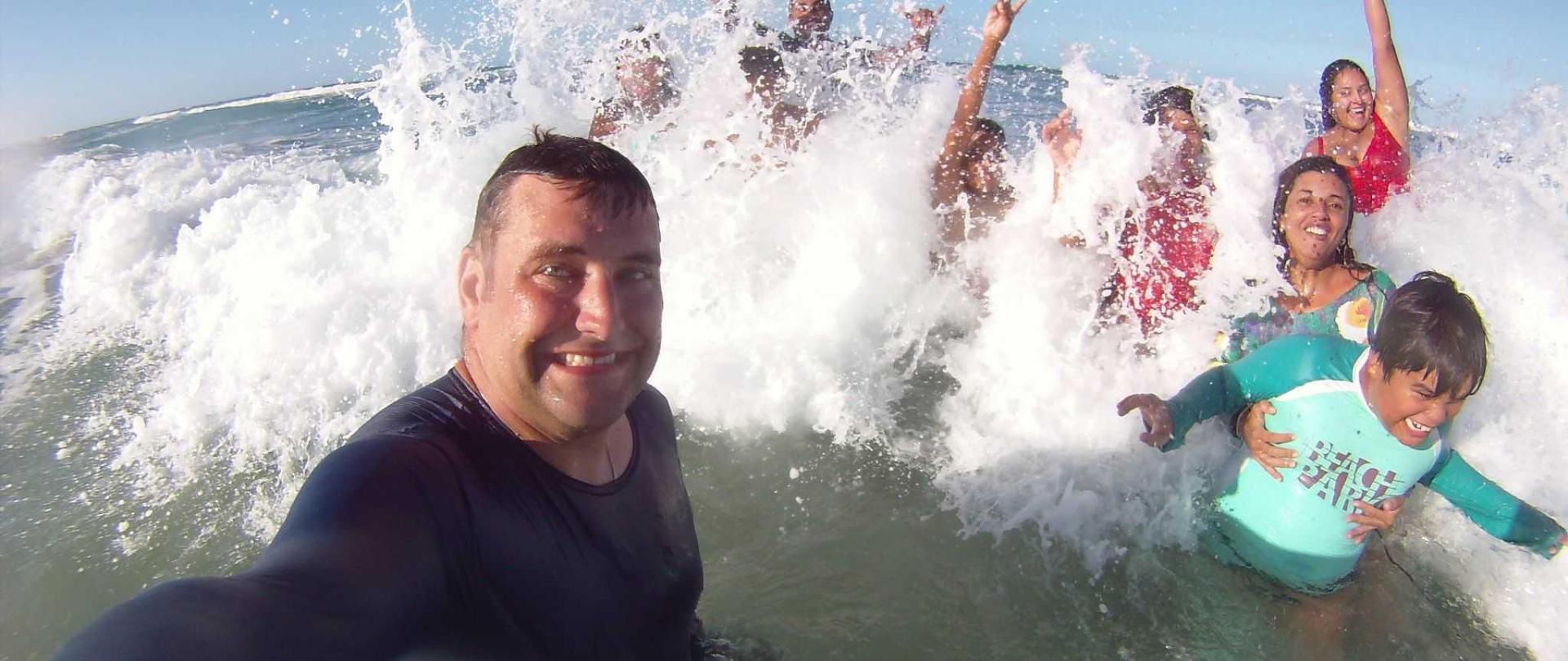 praia-banho-familia-1.jpg