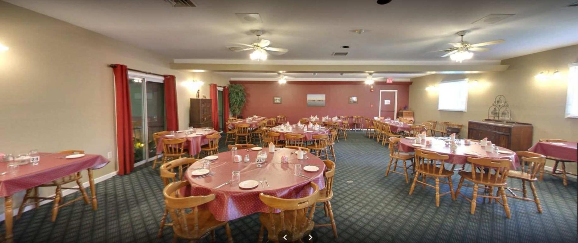 colonial dining 1.JPG