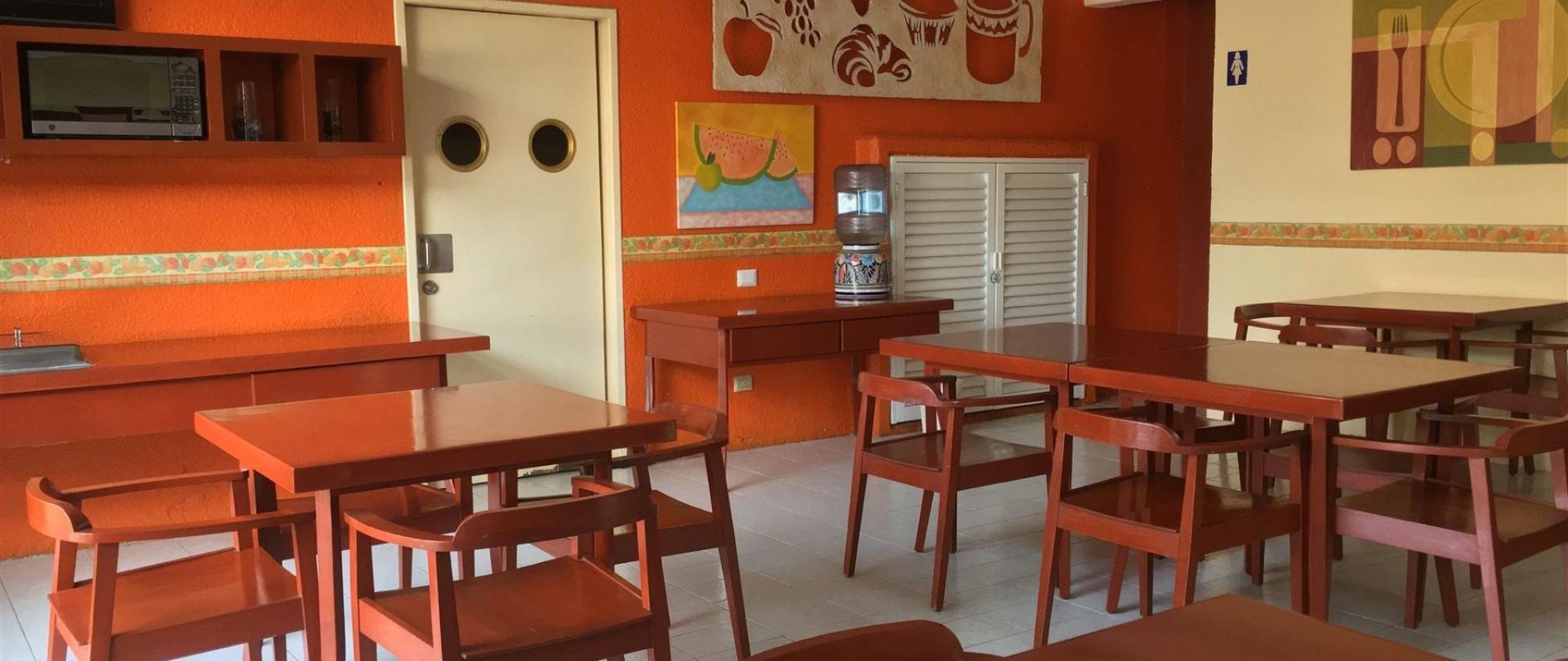 19-cafeteria.jpg