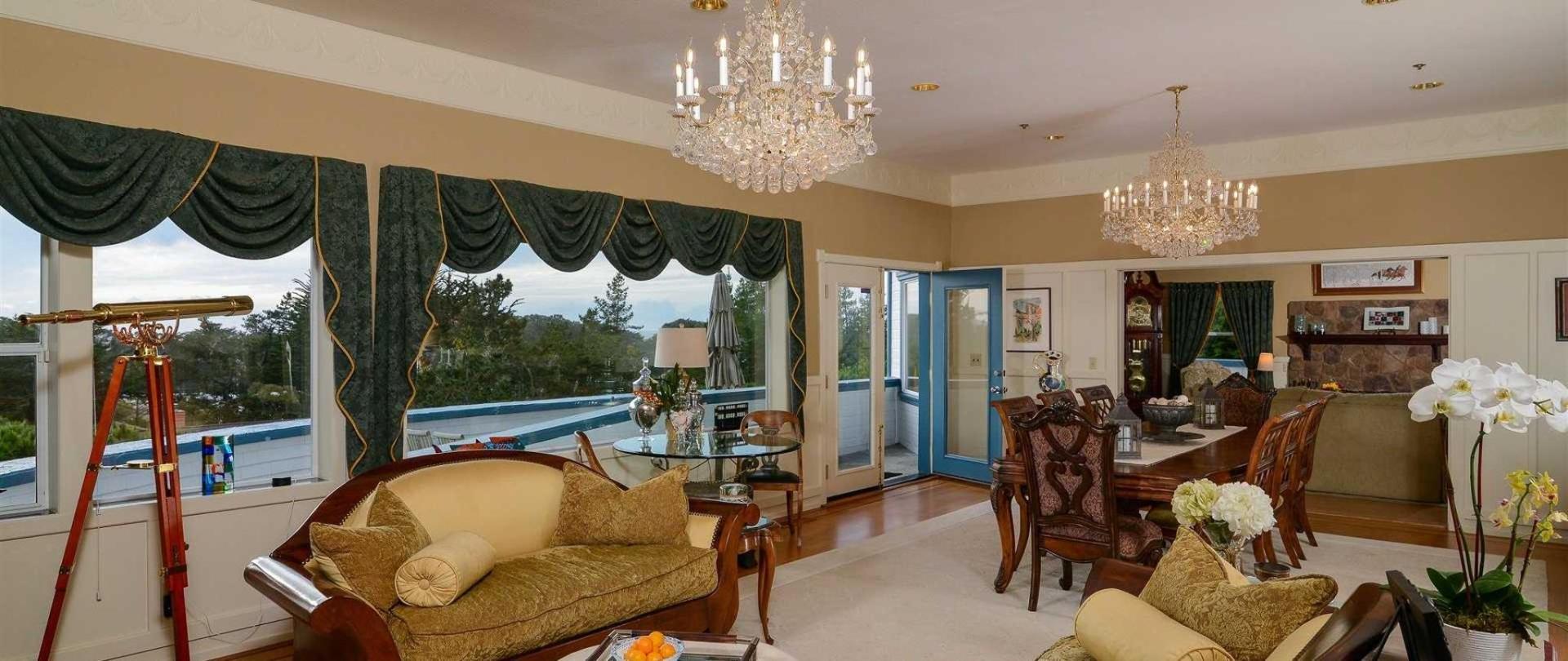Bay Hill Mansion Bed & Breakfast