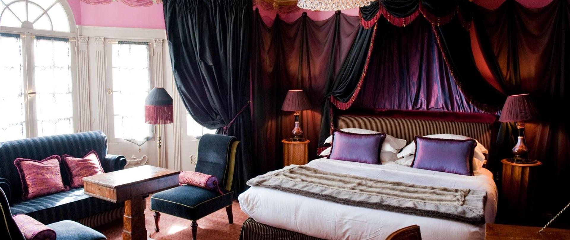Chic Room.jpg