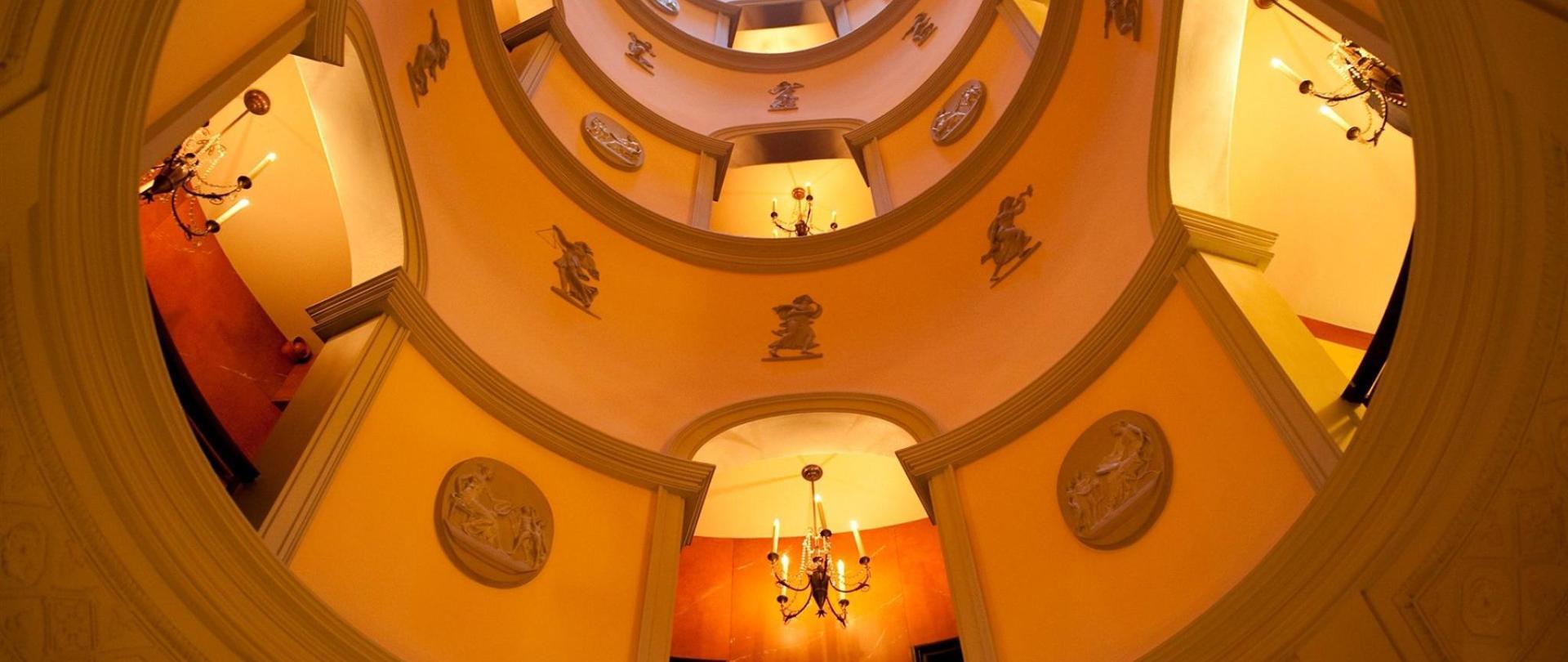 The Circular Hall L'Hotel.jpg