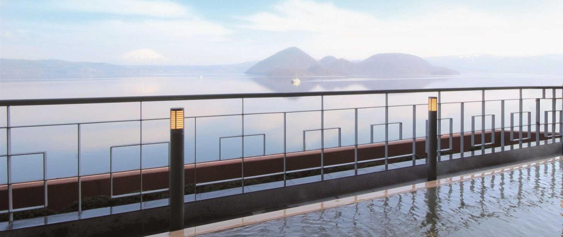 Toyako Manseikaku Hotel湖畔露台