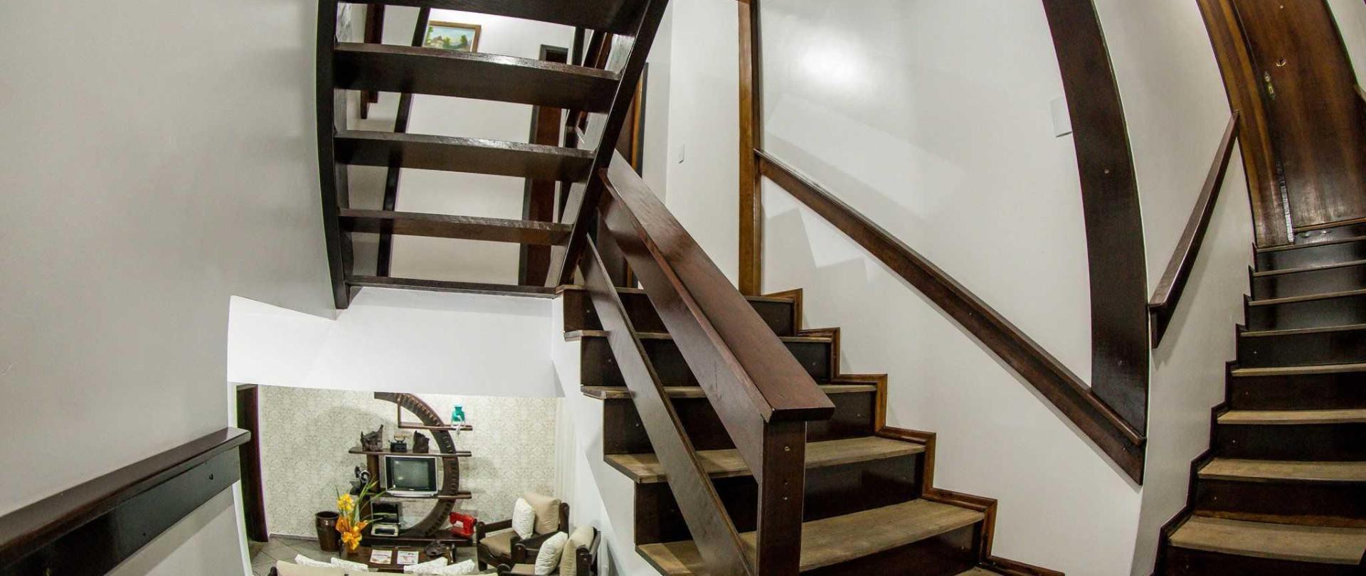 pousada-casar-o-em-jaragu-do-sul-santa-catarina-brasil-acesso-aos-quartos-e-vista-parcial-da-sala-de-tv.jpg