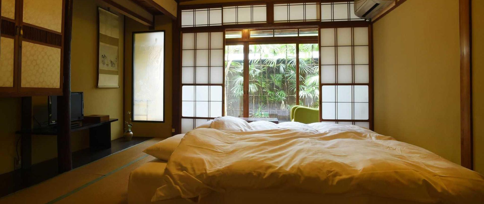Traditional Kyoto Inn serving Kyoto cuisine IZYASU - Former Ryokan Izuyasui