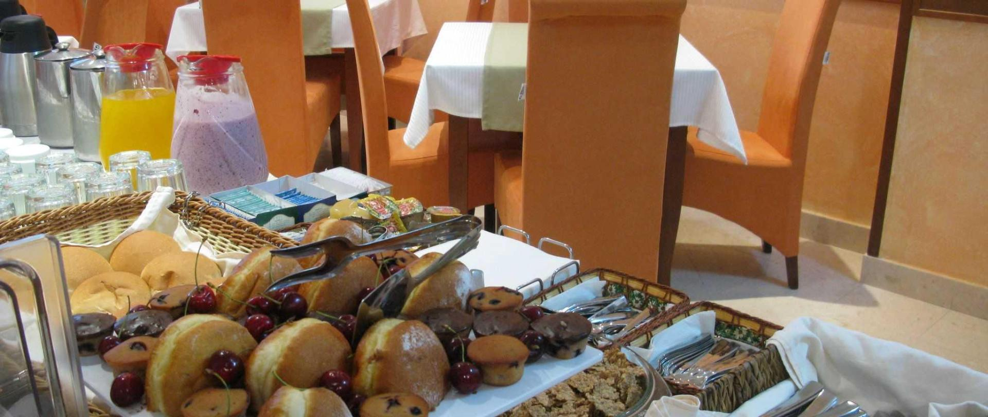buffet.JPG