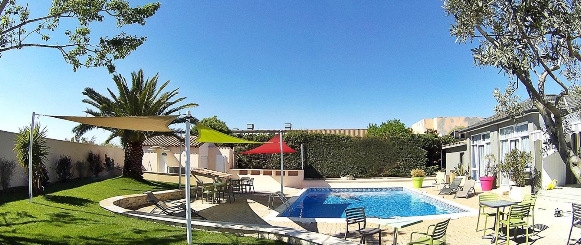 vue-ensemble-jardin-piscine.jpg