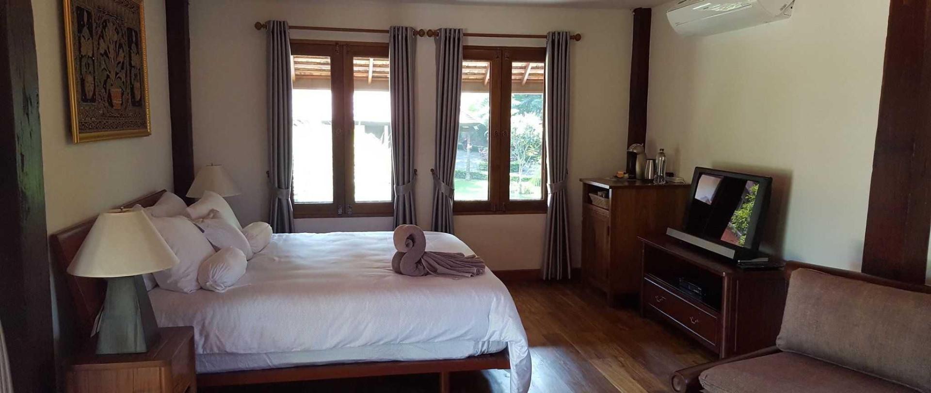 bedroom-teak-villa-3.jpg