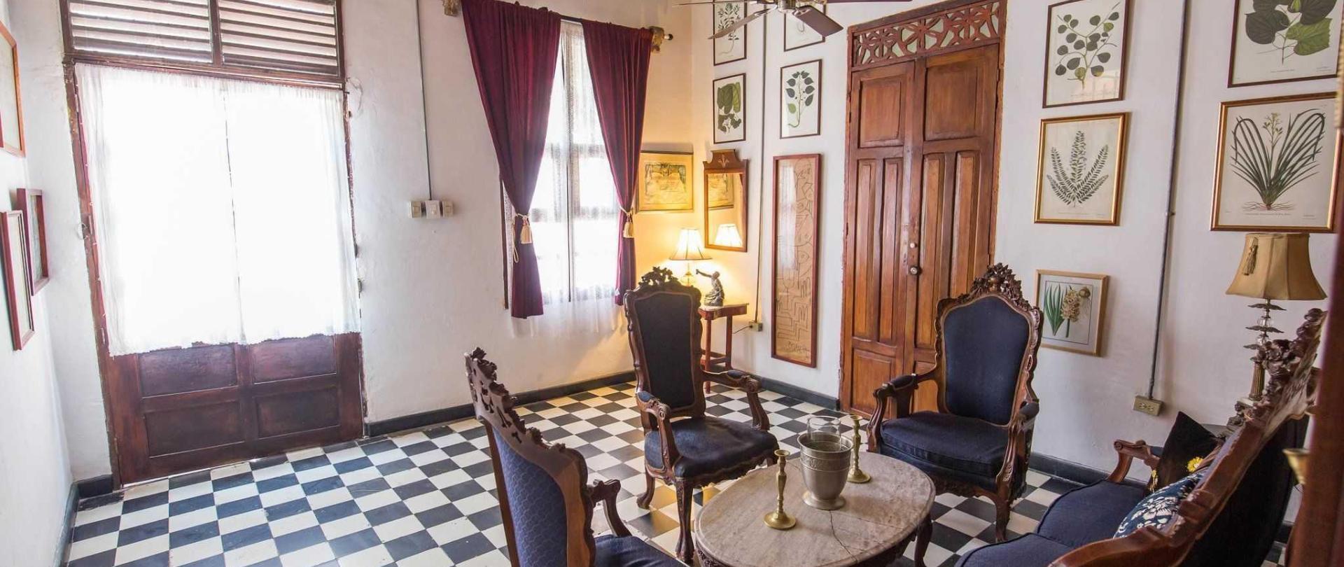 livingroom7exit.jpg