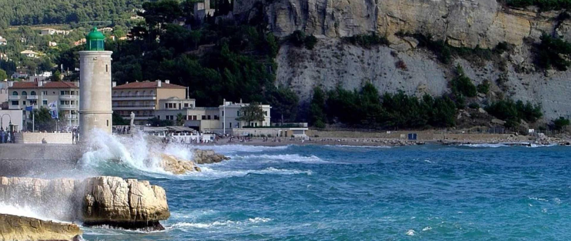 Cassis-the-phare.jpg