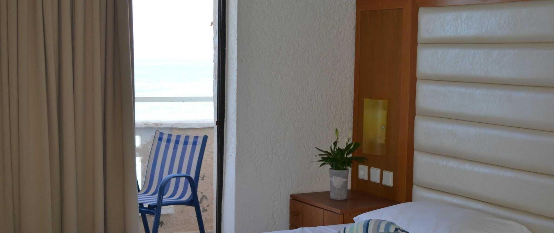 family-room-sv-2.JPG