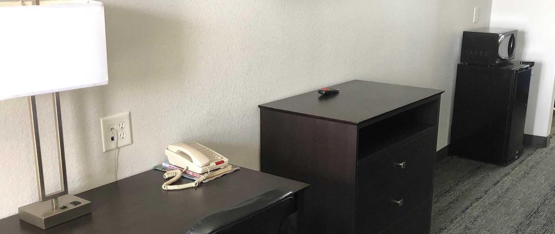 desk-area-3-landscape-5.jpeg