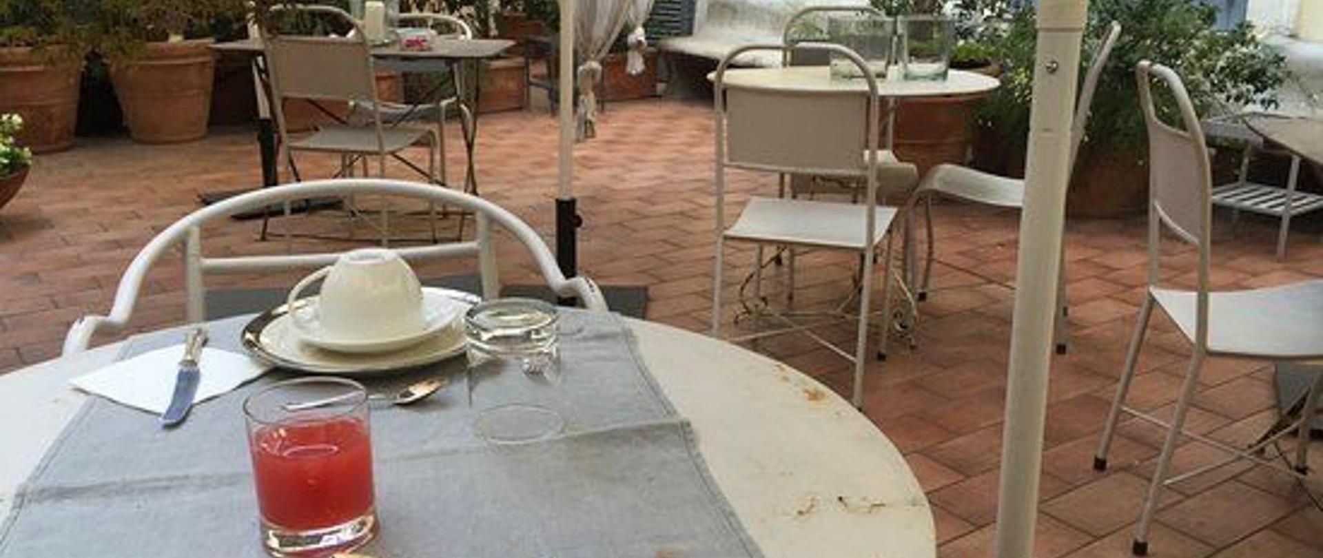 terrazzo-colazione.jpg
