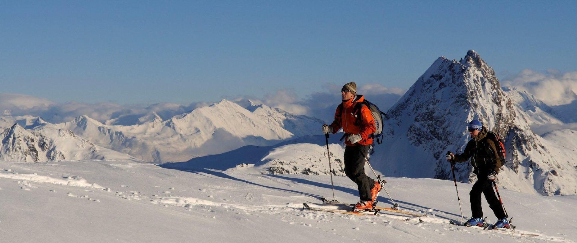 kam_001173_skitourengeher-beim-aufstieg_fotograf-norbert-eisele-hein.JPG