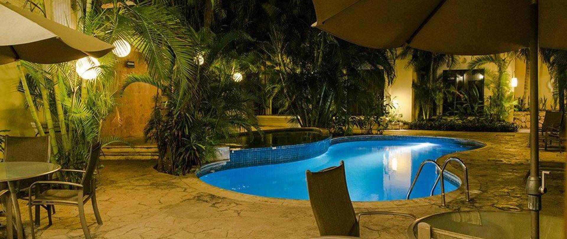 hotelpiscinanoche-1.jpg