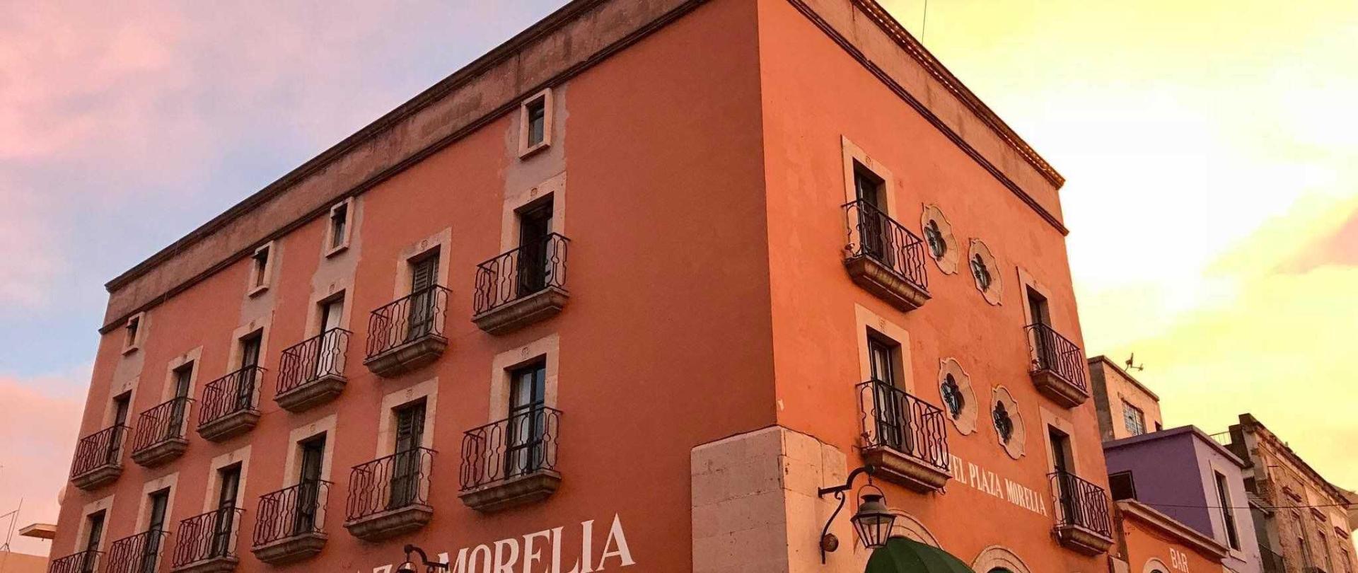 hotel-plaza-morelia-fachada-atardecer.jpg