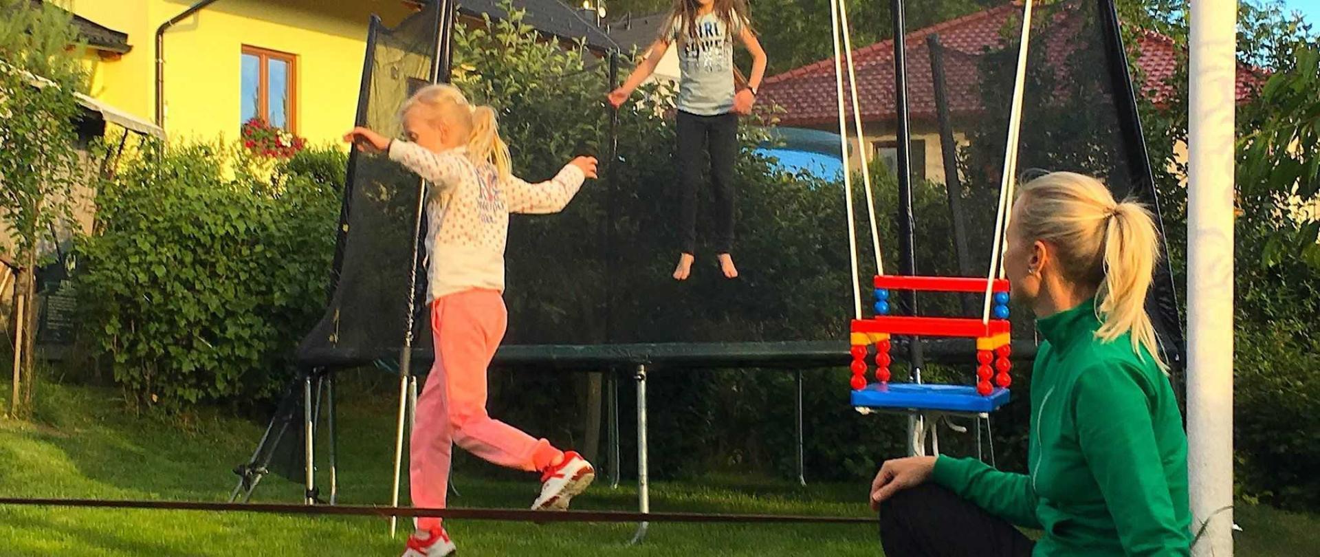 trampoline02-1.JPG