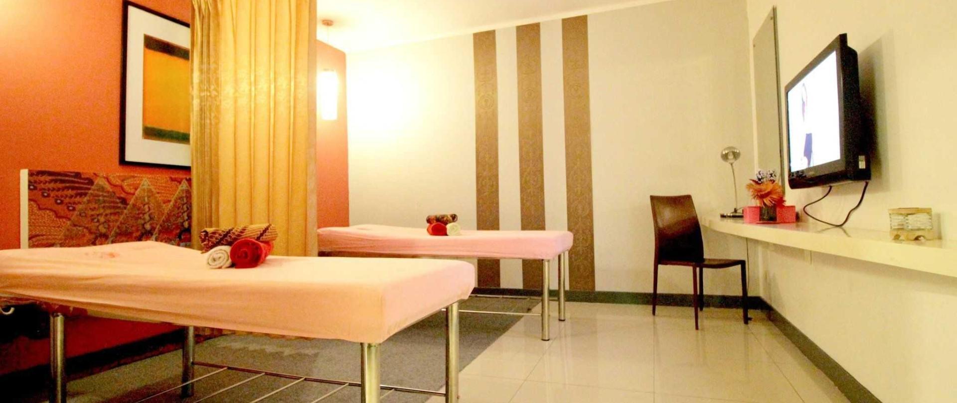 plaza-hotel-glodok-spa-1.jpg