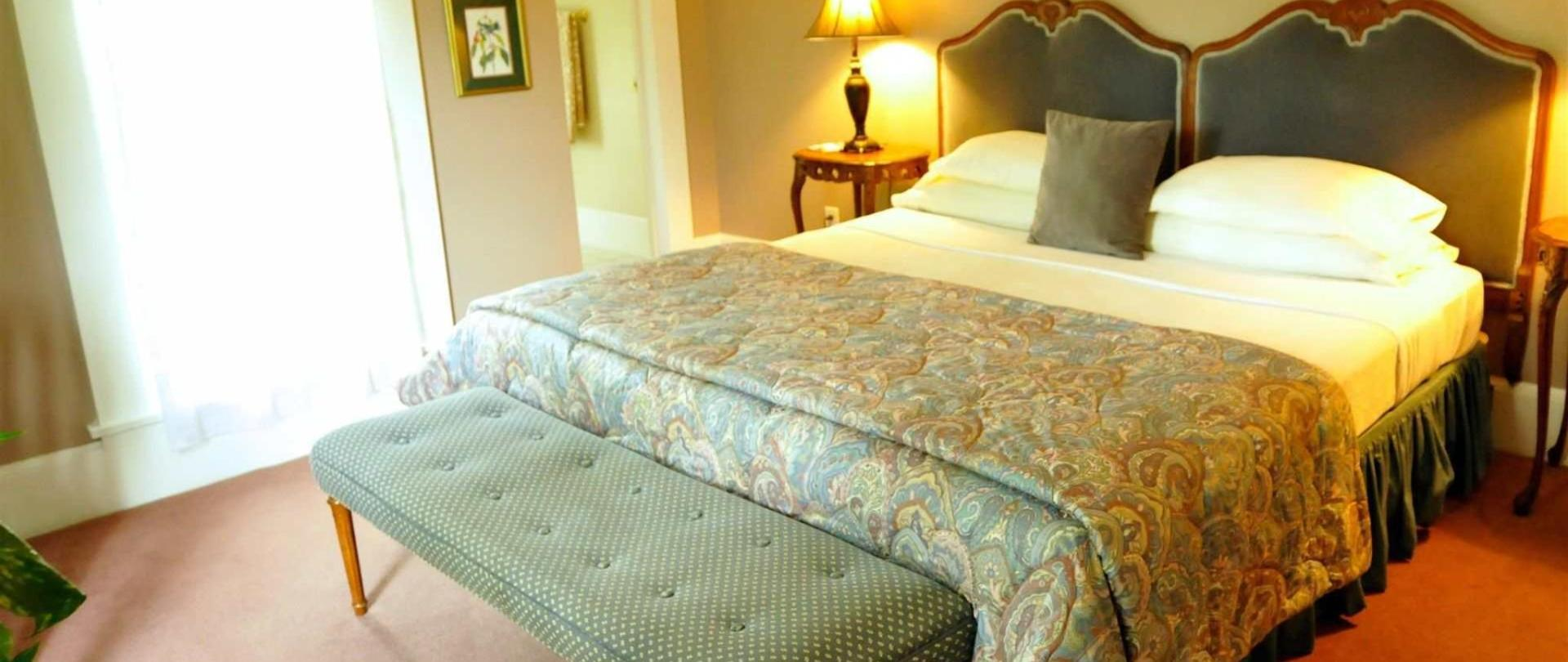 caldwell-suite-prairie-guest-house.jpg.1920x0.jpg