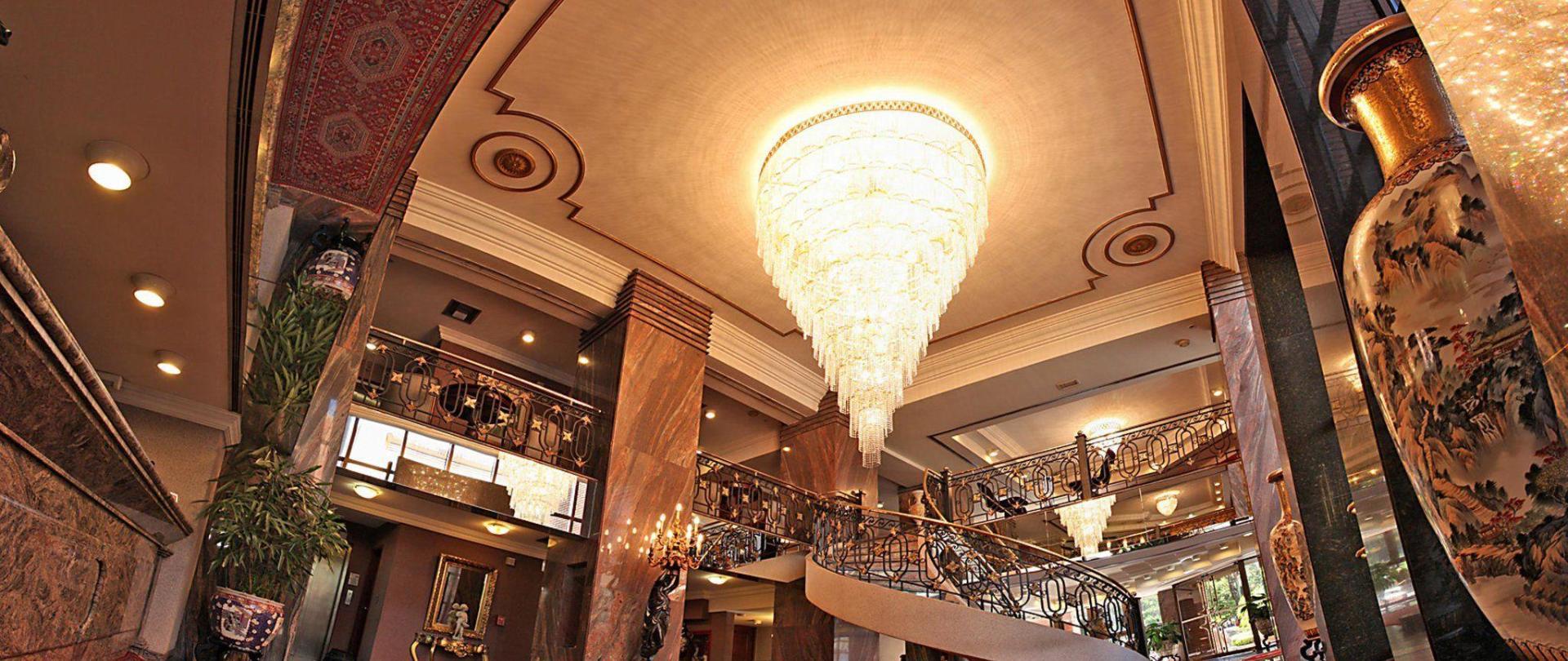 lobby-3-2.jpg