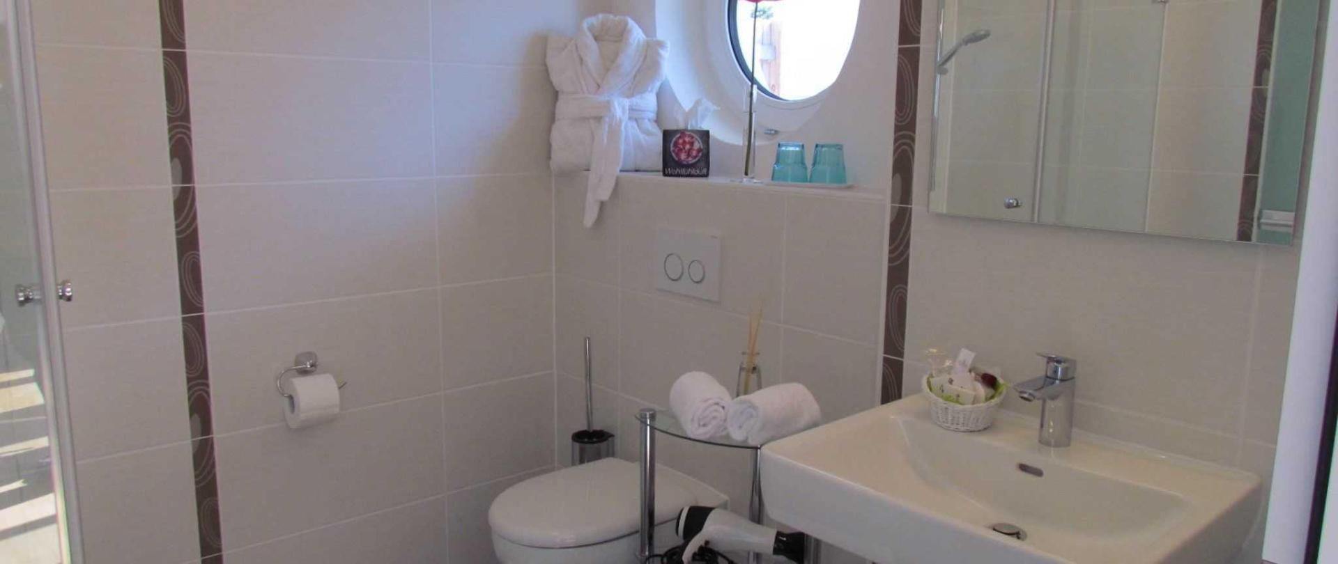 Bathroom with window in some apartments.JPG