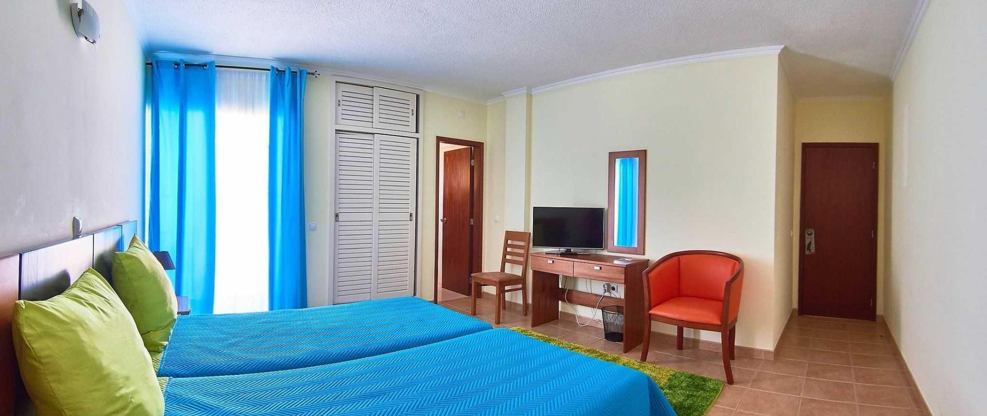 hotel_rooms__11a.jpg