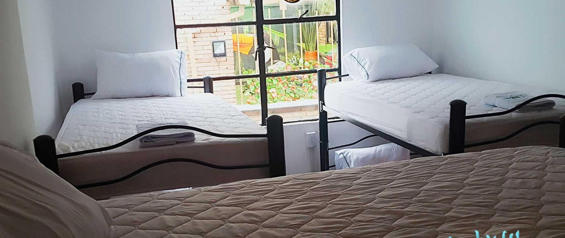 hostel-room-5.jpg