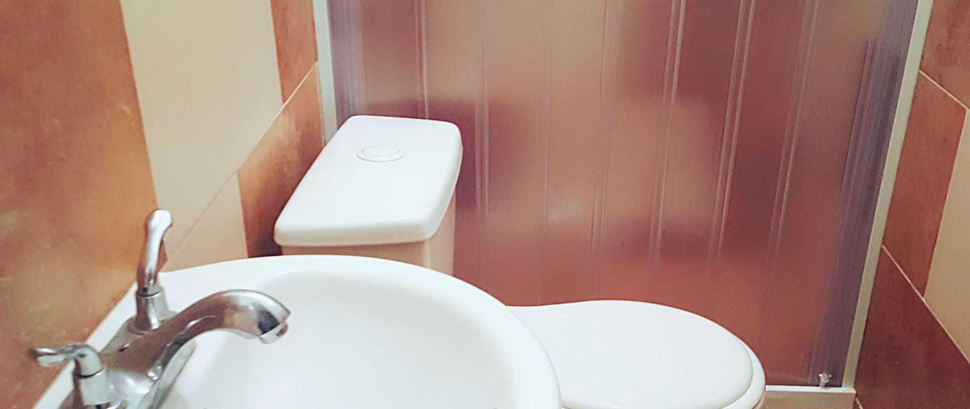 hostal-toilet.jpg