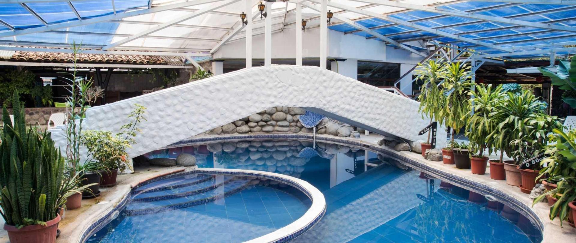 piscina-banos.jpg