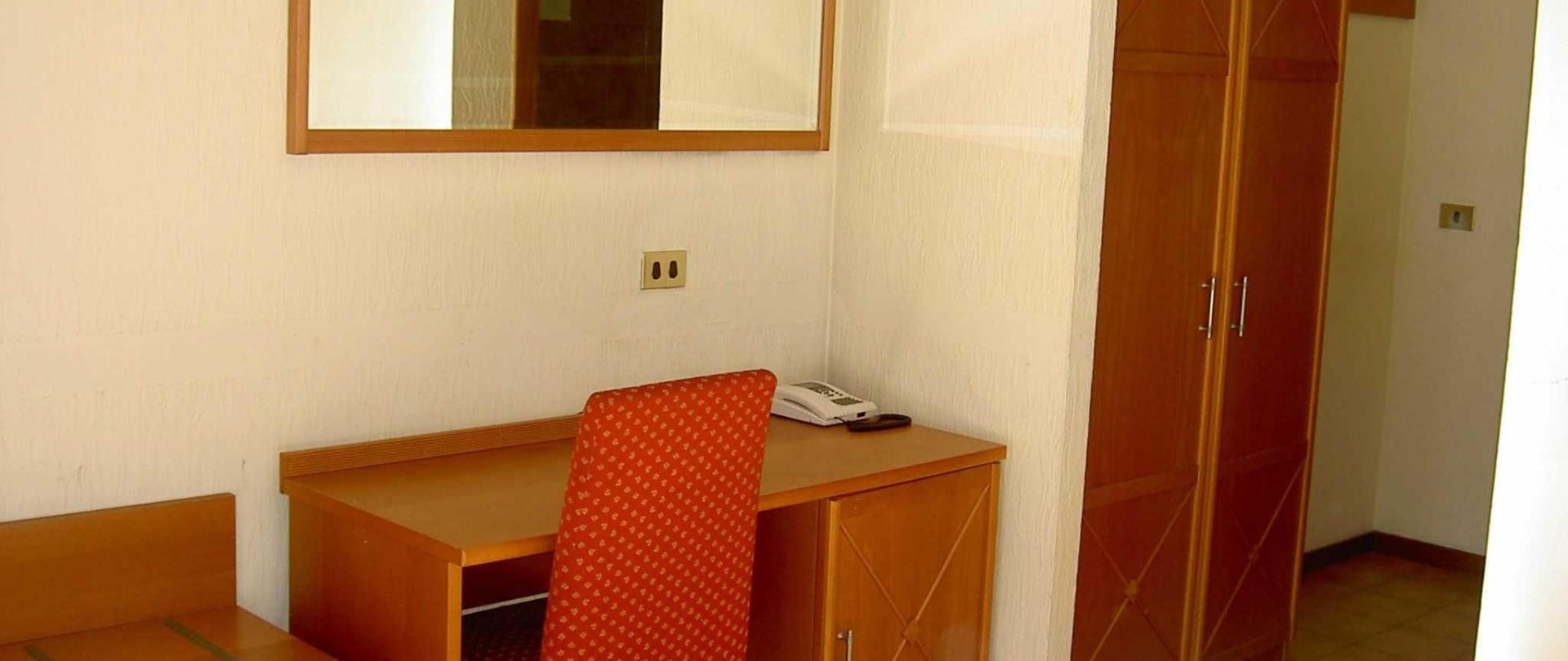 room-013.JPG