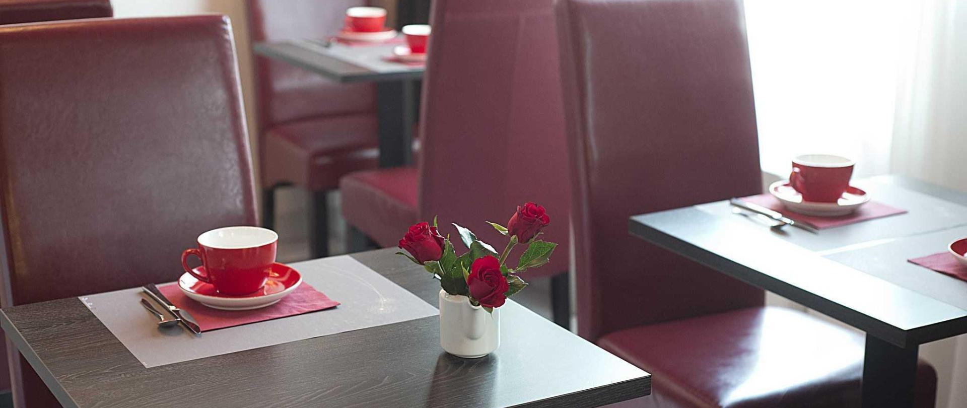 petit-d-jeuner-1-hotel-clermont-ferrand-pardieu-belle-inn.jpg