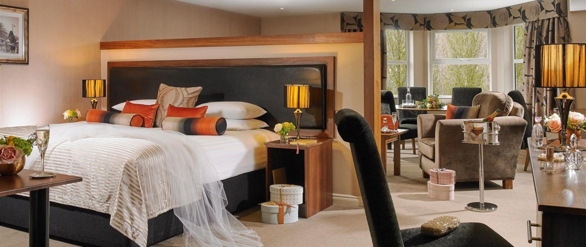weddings-malone-lodge-hotel-bridal-suite-01.jpg