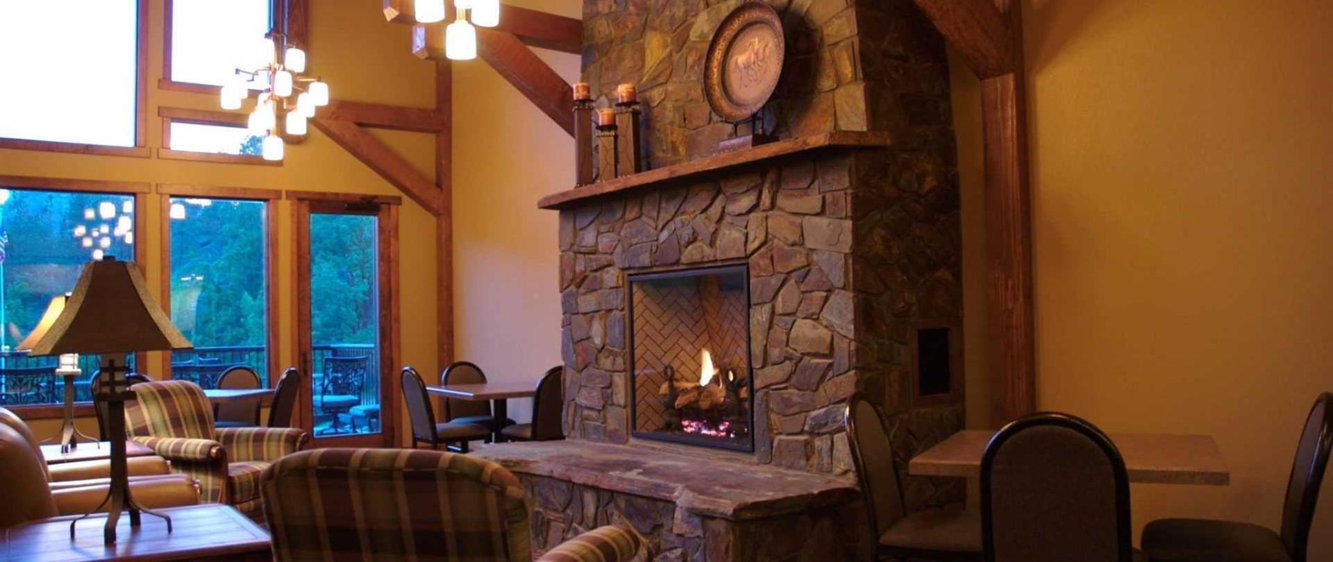 k-bar-s-lodge-lobby-and-fireplace.jpg.1920x0.jpg