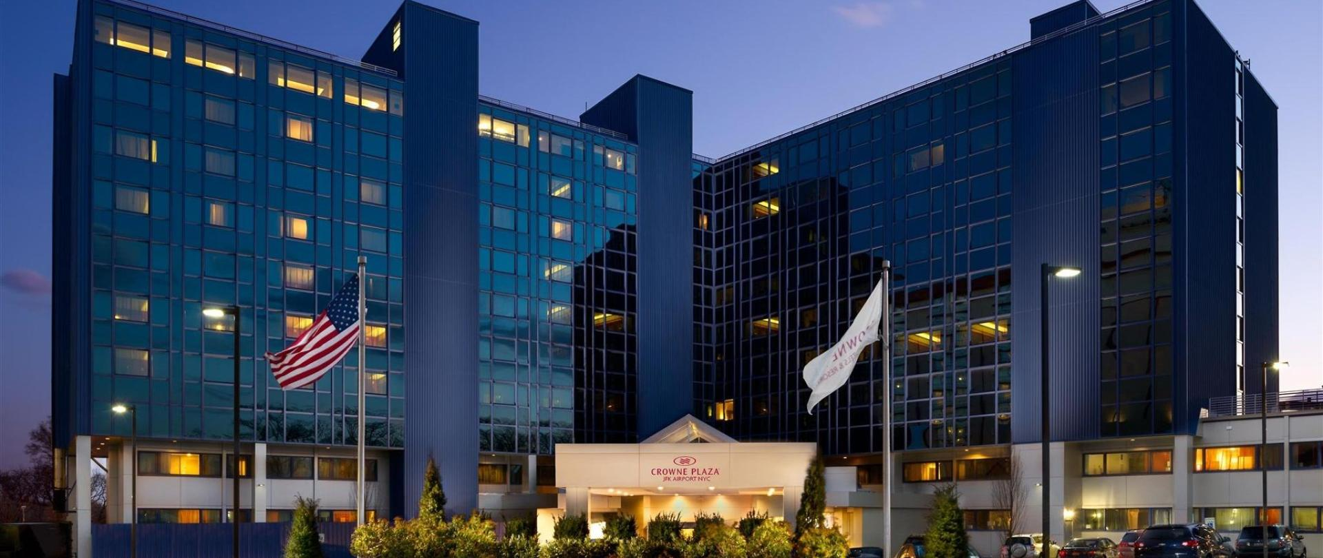 Crowne plaza jfk airport nyc hotel in jamaica ny for Hotels closest to jfk airport
