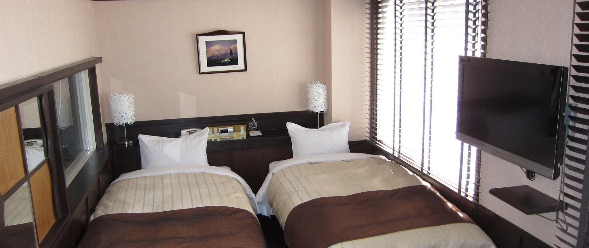 hotelnewstation1.jpg