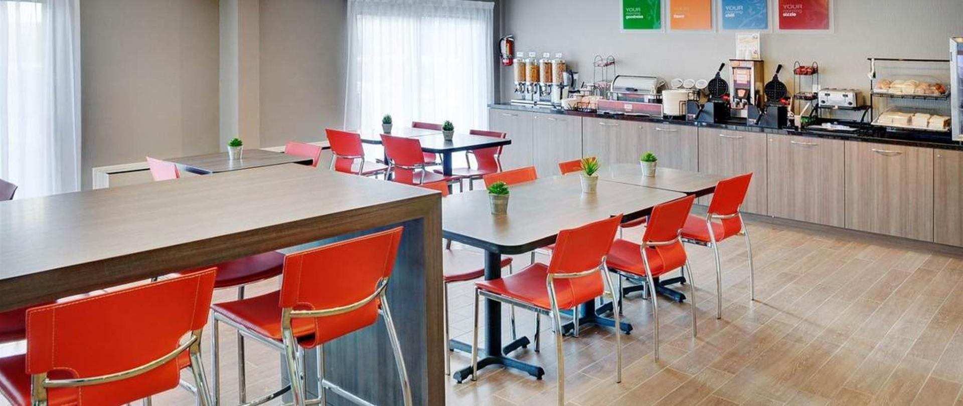 enjoy-your-free-hot-breakfast-in-our-new-breakfast-room.jpg.1170x493_default.jpg