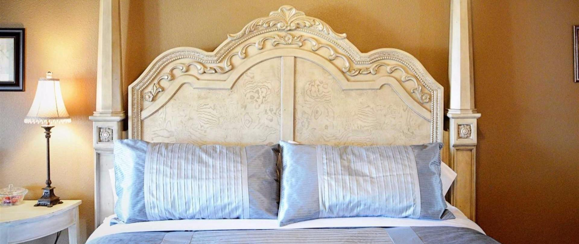 josephine-s-suite-majestic-king-bed-headboard-with-vera-wang-bed-linens-at-iron-horse-inn.jpg.1920x0.jpg