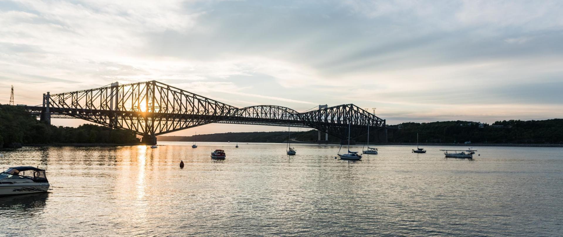 0265_Pont_de_Québec_et_pont_Pierre-Laporte_bridges_SHpJOqKx9-ZK9yv4q55wbwt18q0ABlZBh.jpg