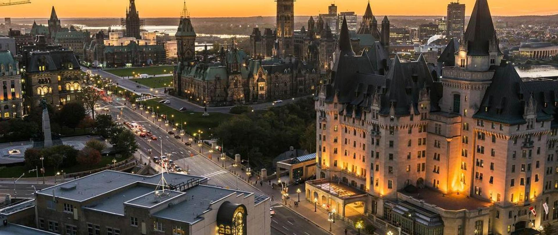 panoramic-view-of-downtown-ottawa-with-parliament-hill_016-credit-ottawa-tourism.jpg.1170x493_default.jpg