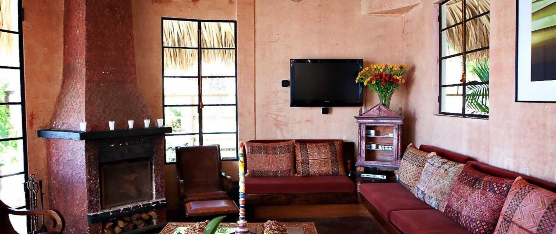 living-room1.jpg.1920x807_default.jpg