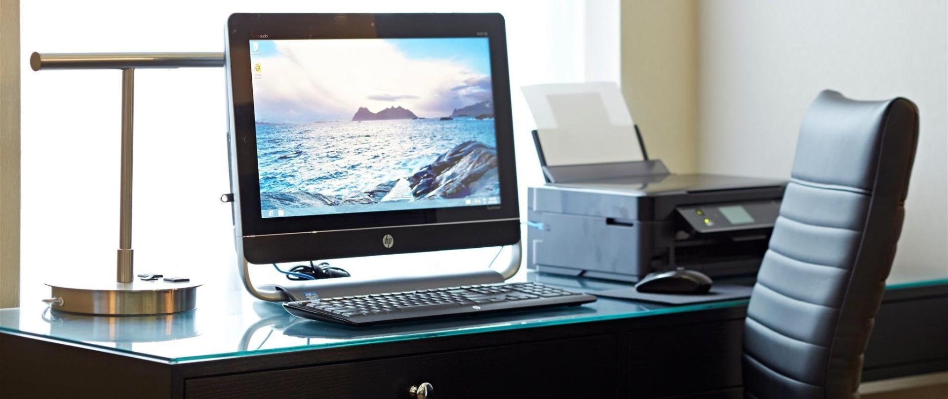 computer-work-station.jpg