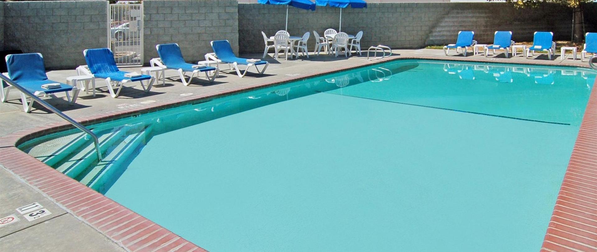 ca824-pool2.jpg