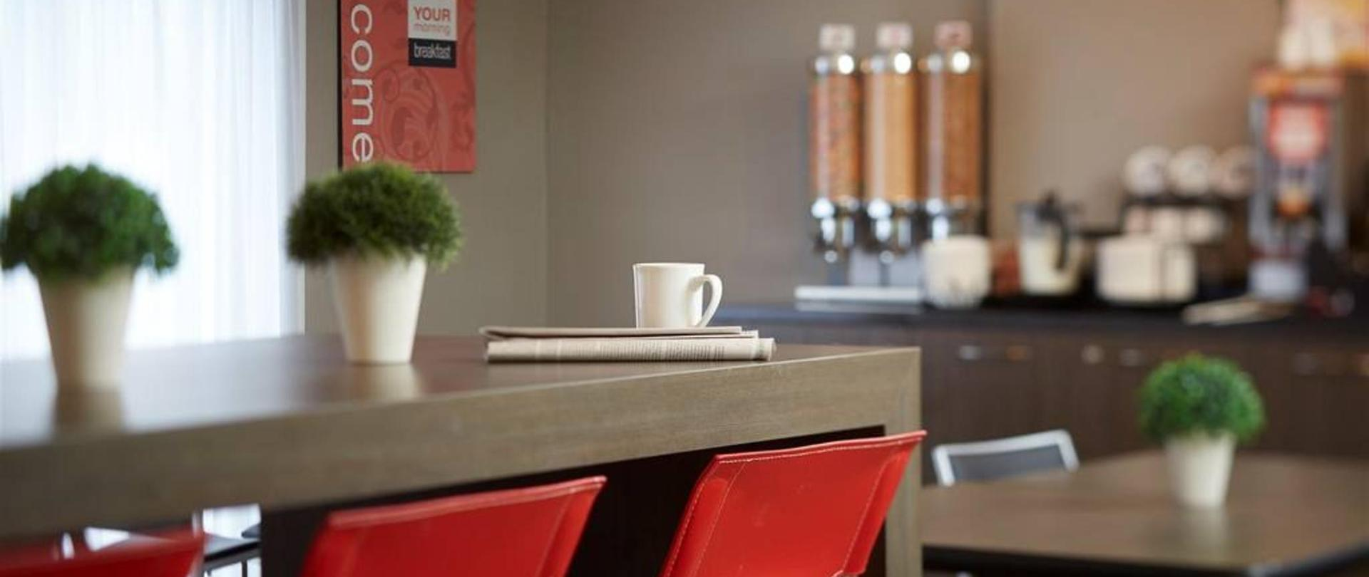 09-join-us-in-the-breakfast-room.jpg.1024x0.jpg