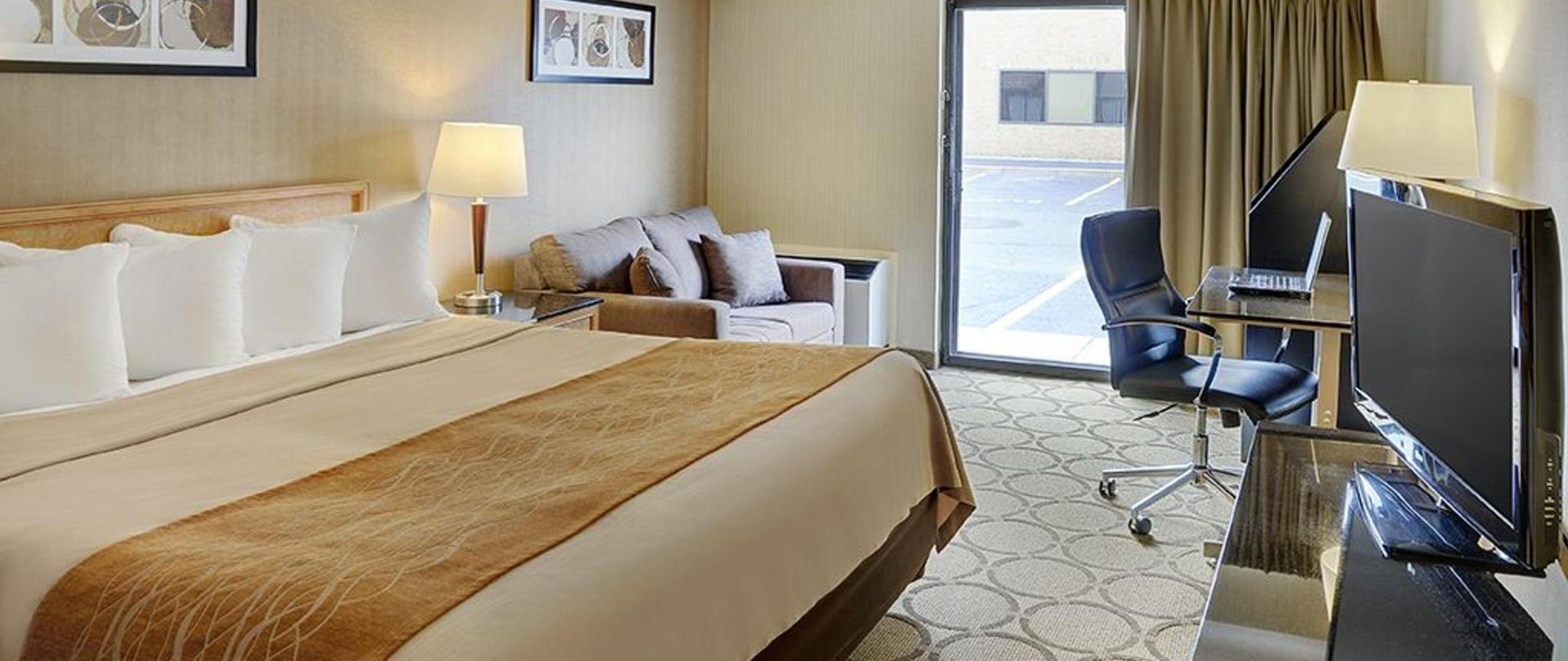 04-guestroom-king.jpg