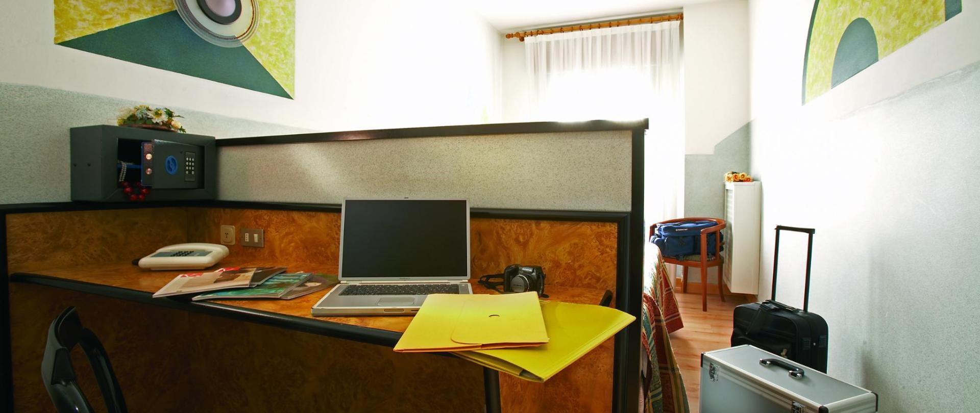 giallo sx.jpg
